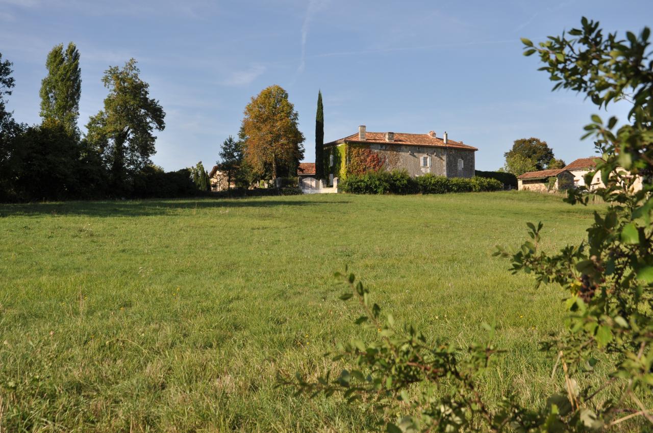 maison vue des champs