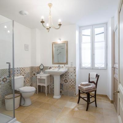 salle de bain blanche
